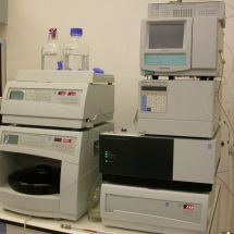 Liquid chromatograph with three component detector (DAD, FD, RD)